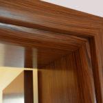 Доборы для дверей помогают придать входу в помещение эстетичный вид
